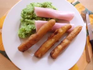 tgericht Frittierte Spargelstangen mit Schinkenröllchen und Baerlauch Kartoffelpüree