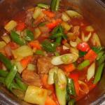 Gemüse dazu geben und 15 Min. köcheln