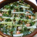 mit Blattpetersiele garnieren und mit Olivenöl angießen
