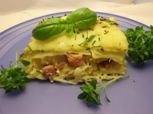Sauerkrautauflauf Kartoffeln mit Kassler und Käse überbacken
