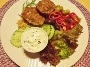 Frikadellen mit Salat