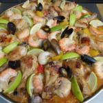 Paella mit Hähnchenkeule,Gambas,Miesmuscheln