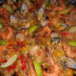 Paella mit Gemüse, Hähnchen, Tintenfisch ,Garnelen