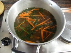 klare Suppe vom Schweinebauch asiatisch