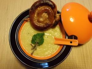 Kohlrabisuppe mit Bratwurstschnecke