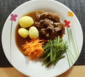 Lamm Rezept Schulterstücke mit Bohnen,Möhren und Kartoffeln in Sauce