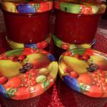 in Gläser eingefüllt Blutorangen-Erdbeer Konfitüre