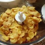 Cornflakes im Mixer zerkleinern