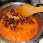 ufgegossen und 5 Minuten bevor es fertig ist kommen die eingeweichten Tomaten dazu
