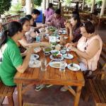 wir machen Pause an Autoratstätte nach Nord Thailand