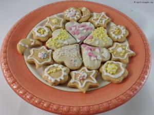 Weinachtsbäckerei: Honigkuchen Plätzchen, essbarer Baumschmuck