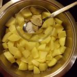 Kartoffeln in Würfeln kochen