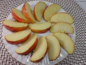 Zwischenmahlzeit 1 Apfel in Stücke geschnitten