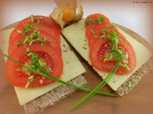 Knäckebrot mit Käse +Tomate