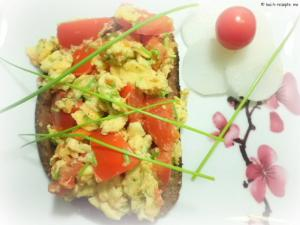 Schwarzbrot mit Tomaten-Rührei