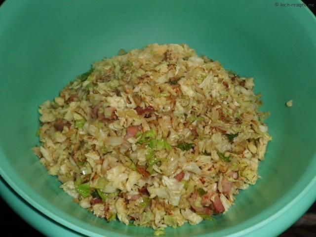 Wirsing mit Kartoffelstampf vermischen