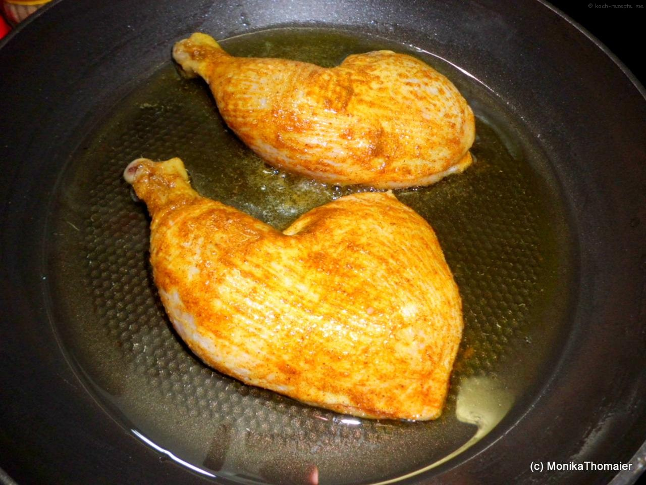 Hähnchenkeulen mit Currypaste einschmieren