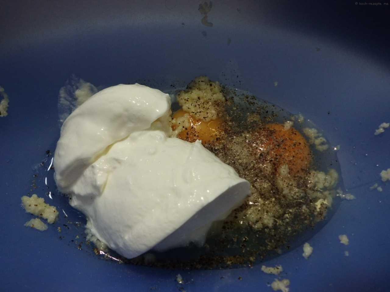 eine  Eier-Gewürz-Sahne Sauce herstellen