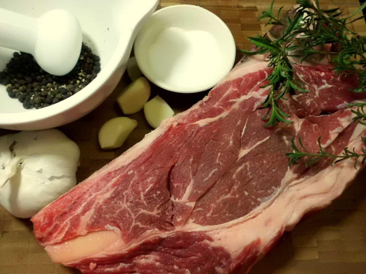 Zutaten:Rinder Nackensteak ,Knoblauch Pfeffer und Salz