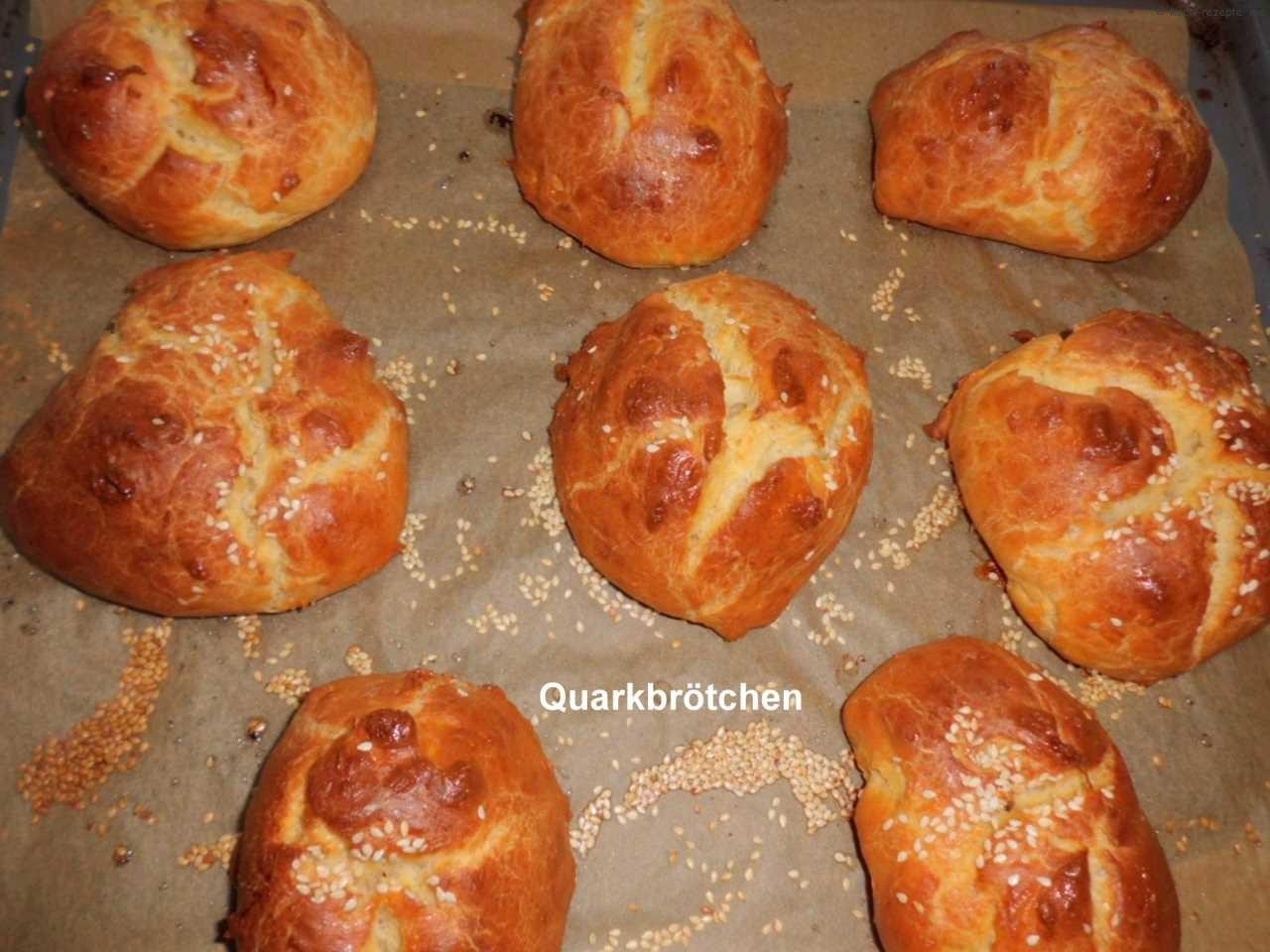 nach 25-30 Minuten gebackene Quarkbrötchen (kommt auf das gewicht an)