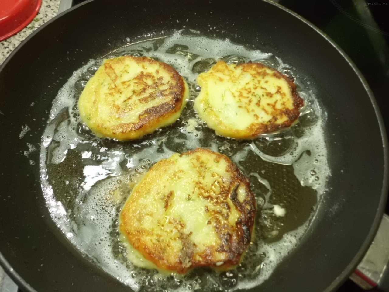 Kartoffelpuffer ausbacken