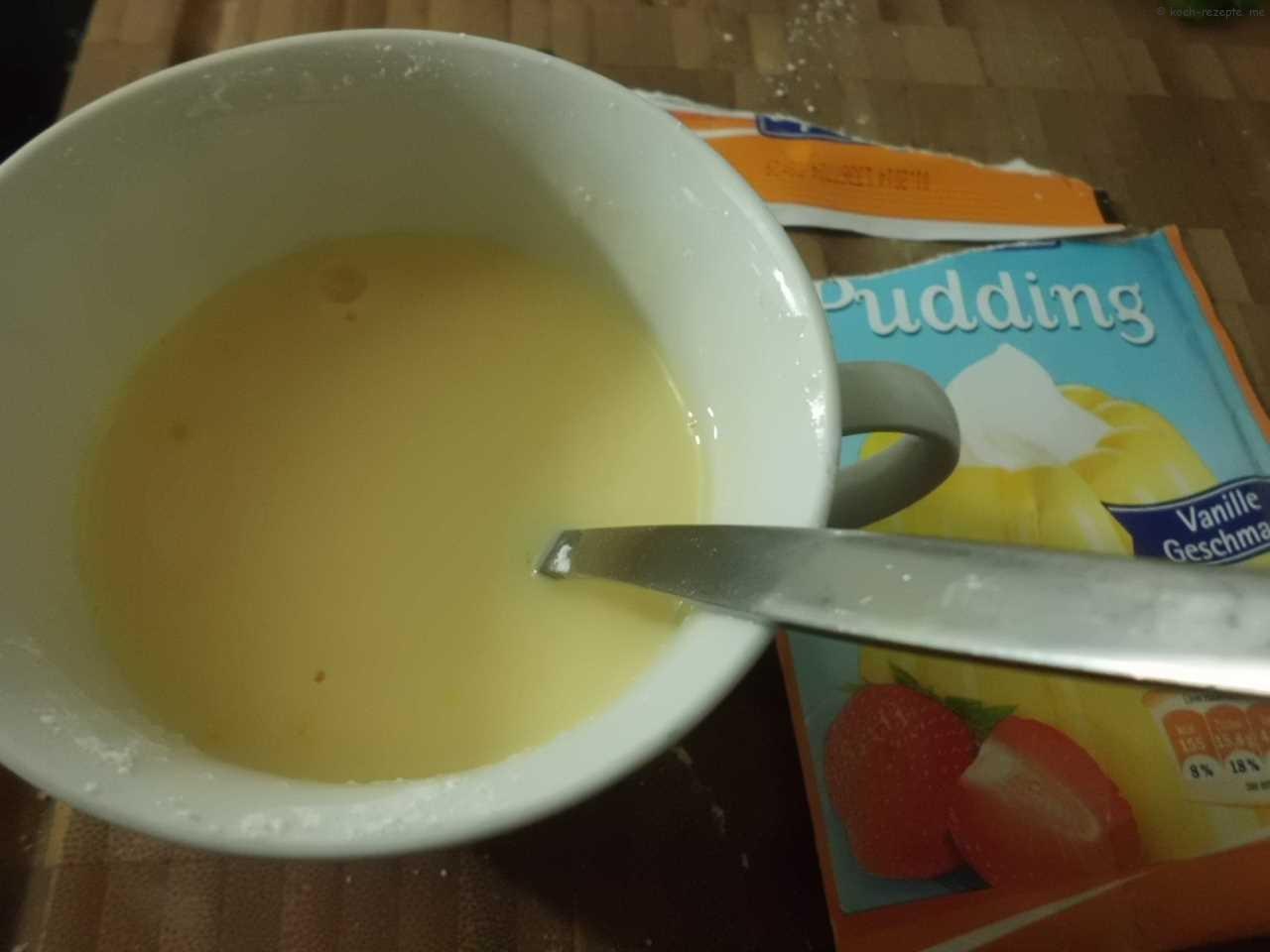 Puddingpulver verrühren mit Milch und Zucker