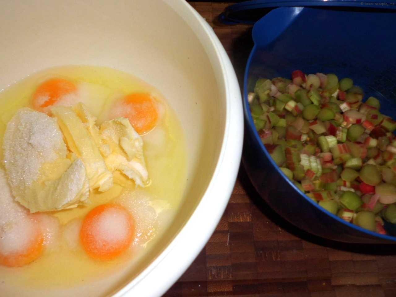 Teig herstellen: Butter Eier und Zucker schaumig rühren