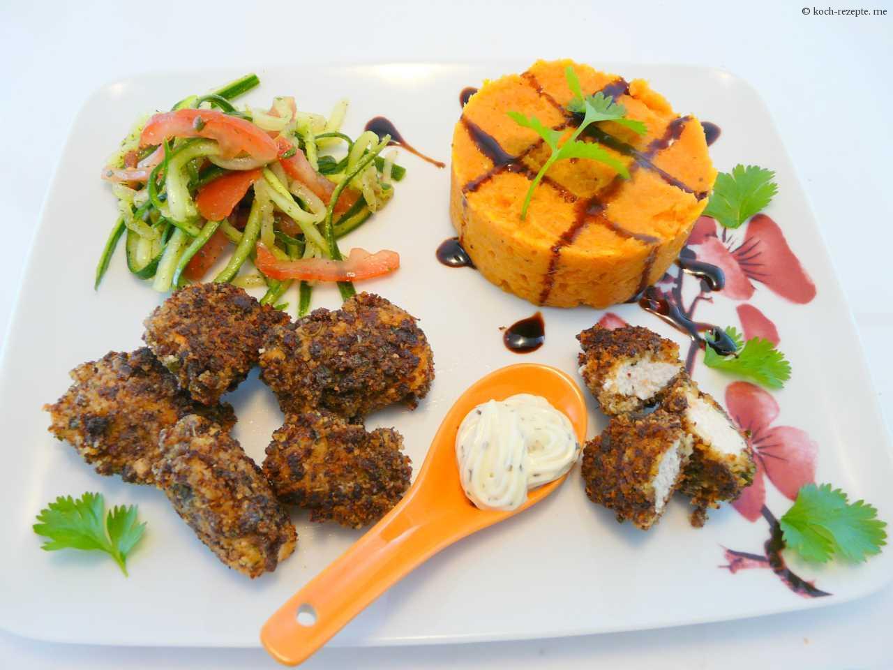feines Menü: Hähnchenpralinen mit Süßkartoffelpüree und Gurkensalat