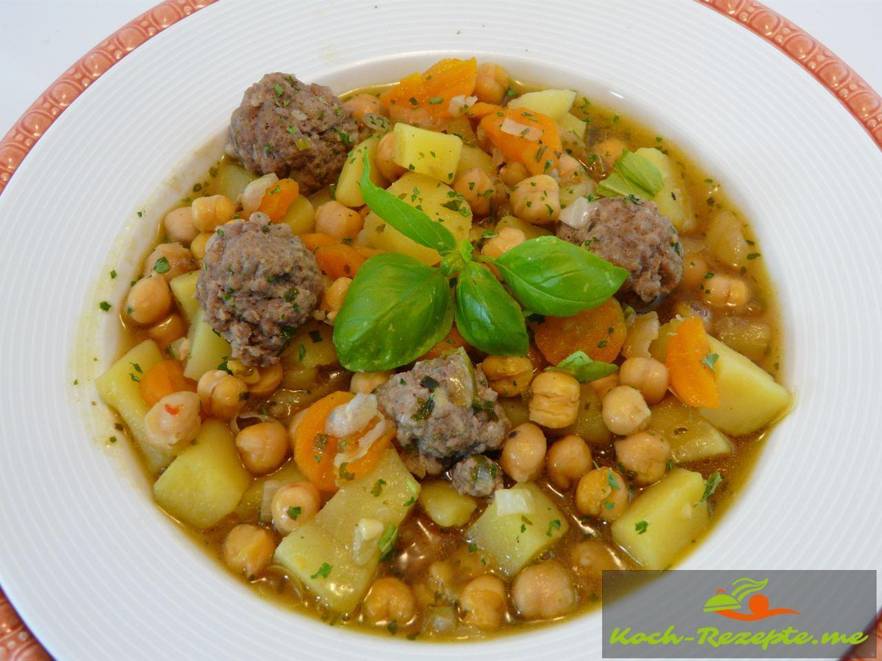 fertige Suppe servieren die Kichererbsensuppe