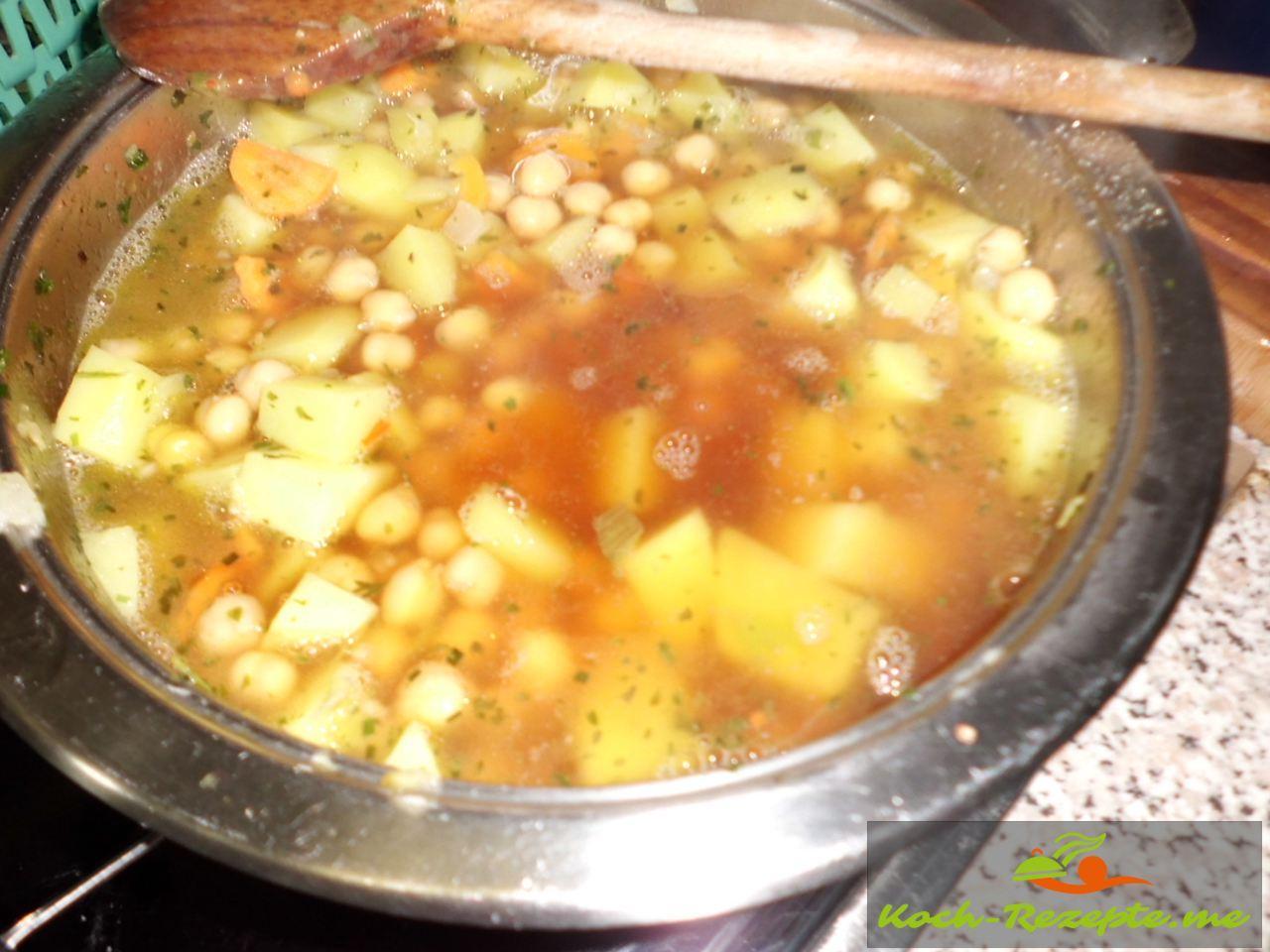 Suppe 15 Minuten köcheln lassen für die Kichererbsensuppe