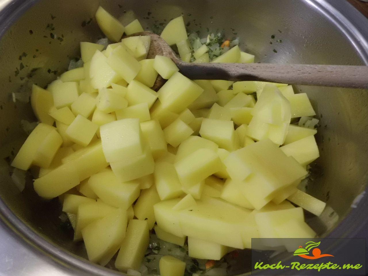 dann die Kartoffelwürfel anbraten für die Kichererbsensuppe