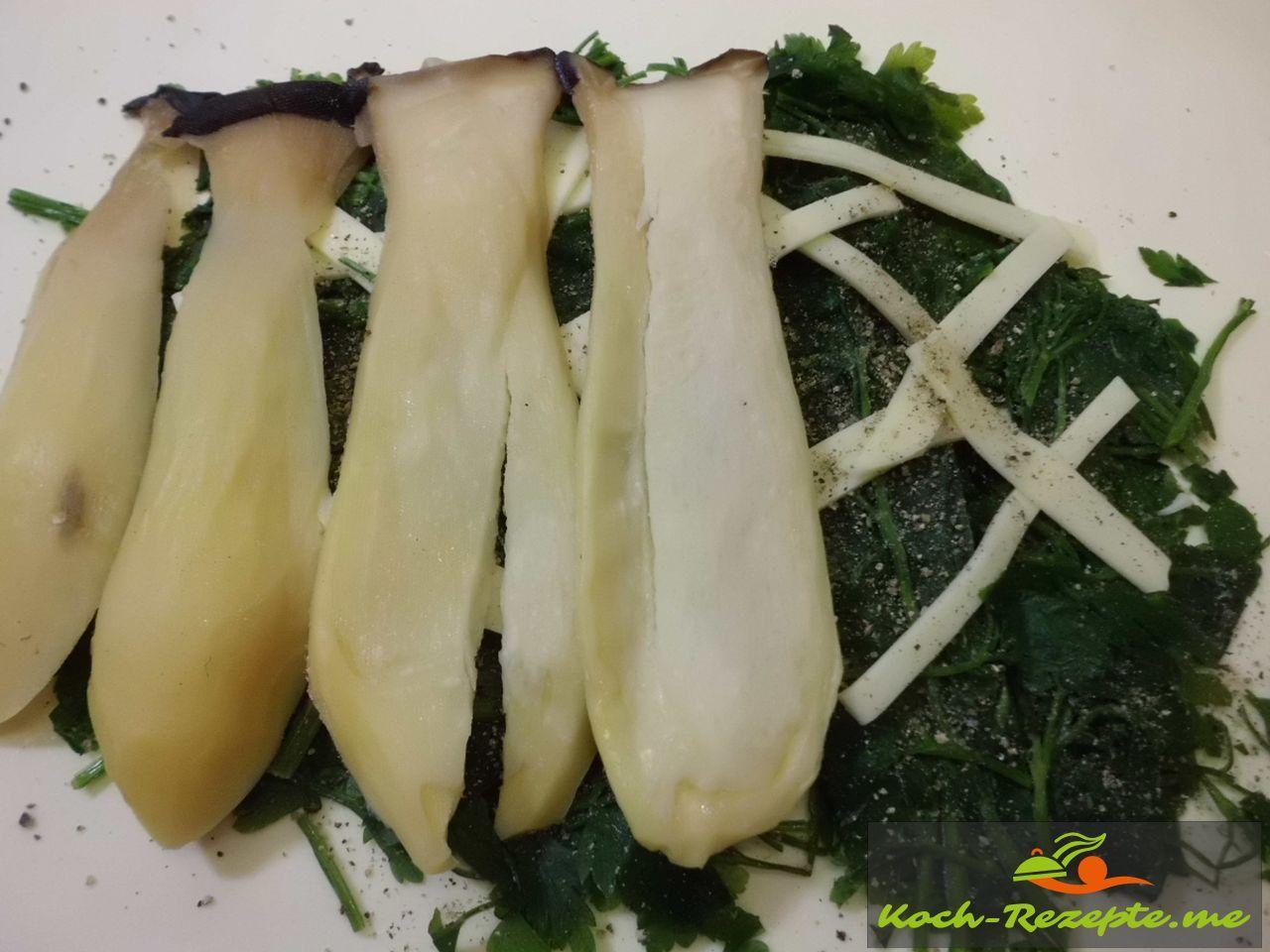 Saibling Pilze auf Schinkenspeck,Blattbetersilie im Blätterteig