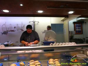 Stand für verschiedene Fischbrötchen Freitag Eröffnung_$(S_02