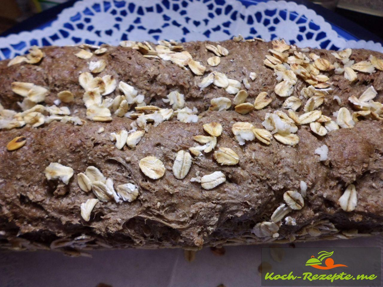fertiges Vollkorn-Dinkelmehl Brot