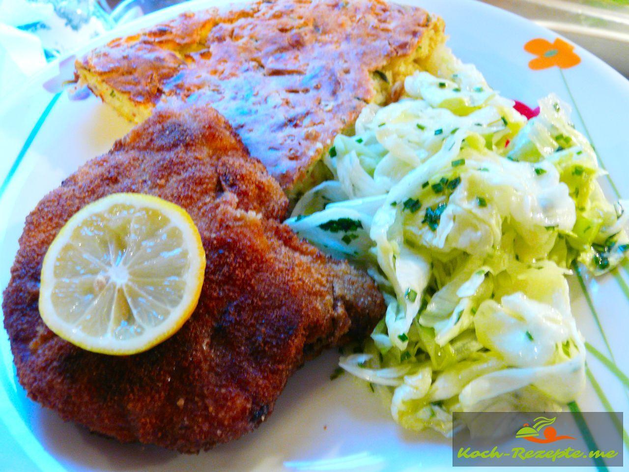Zucchinikuchen, Eisbergsalat und  Schweinekotelett Wiener Art