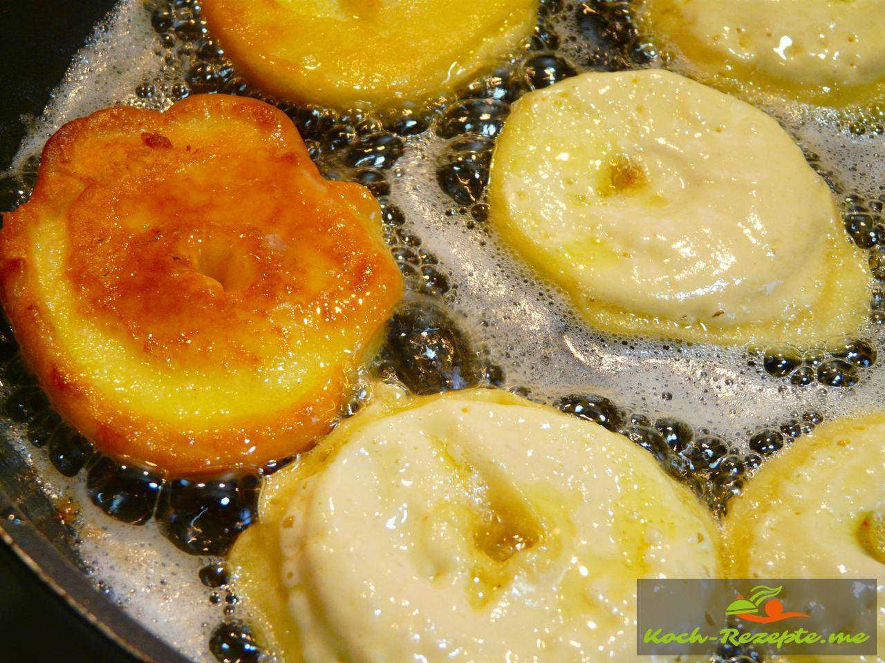Apfelküchlein ausgebacken in Butterschmalz