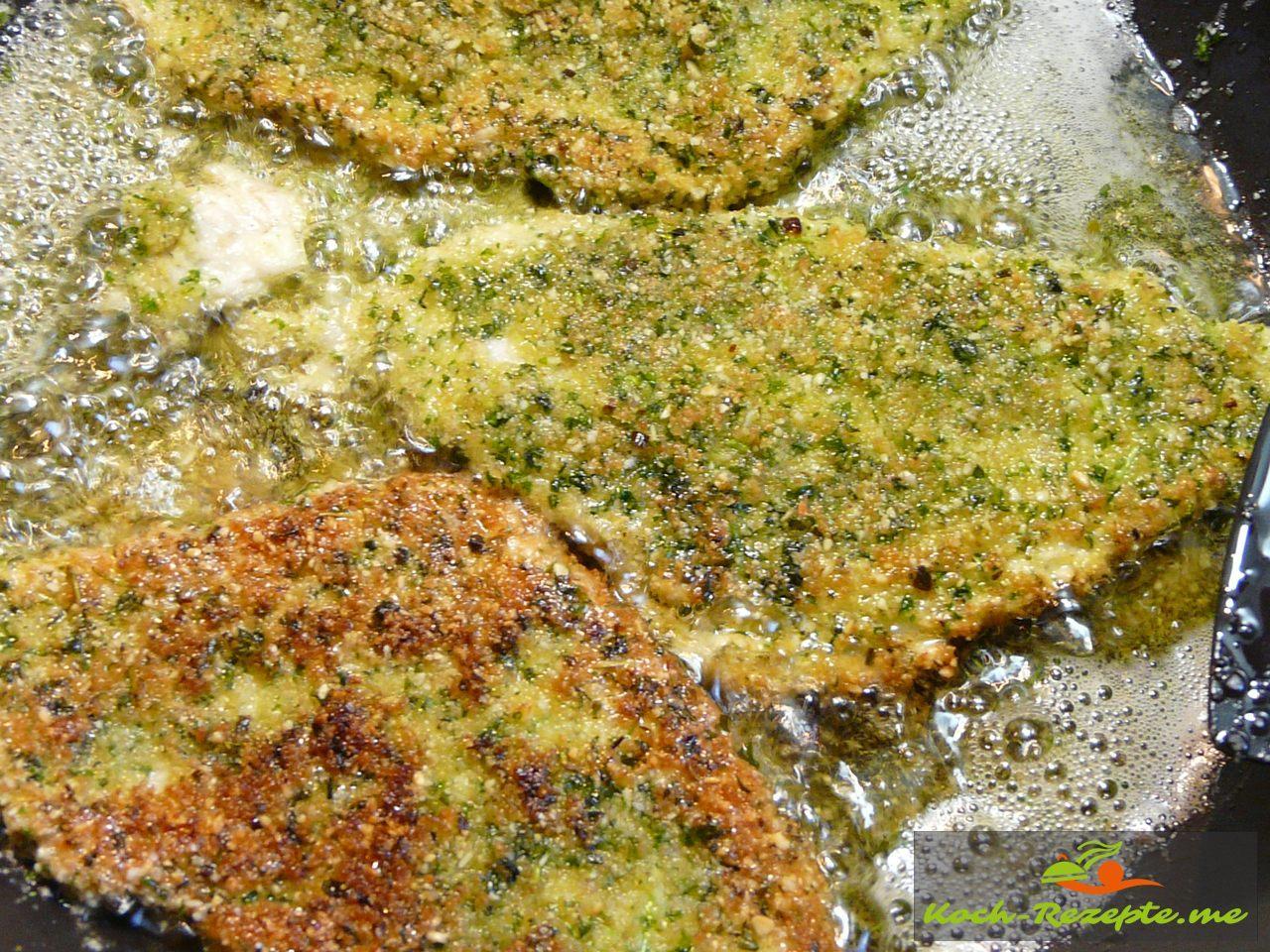 Fischfilet von beiden Seiten goldbraun in Butterschmalz ausbacken