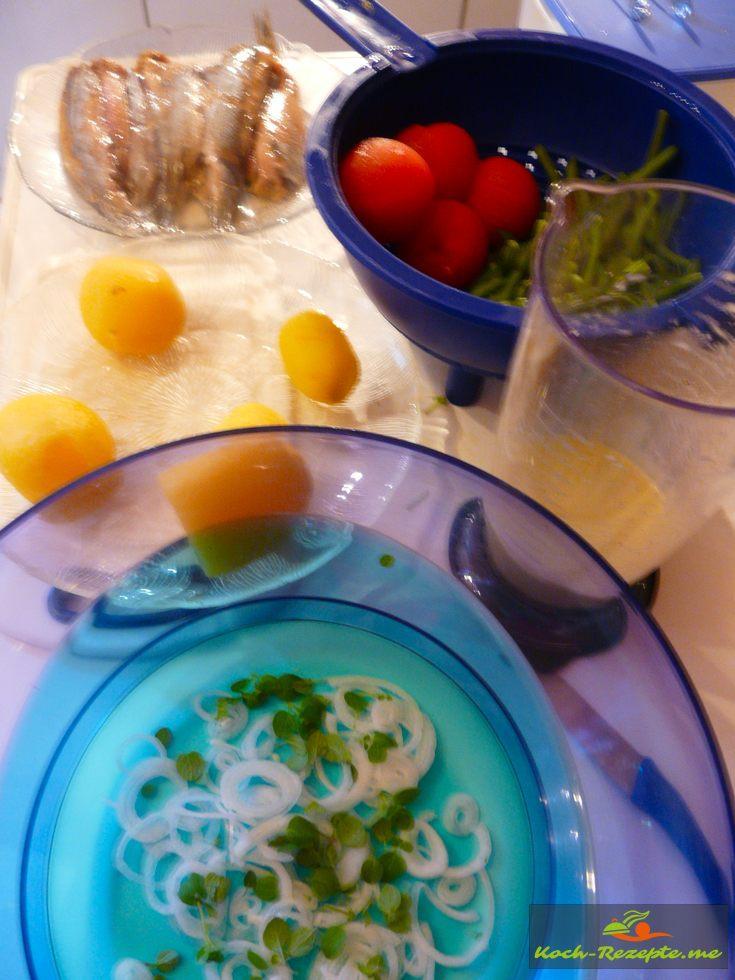 alle Zutaten zum Salat anrichten