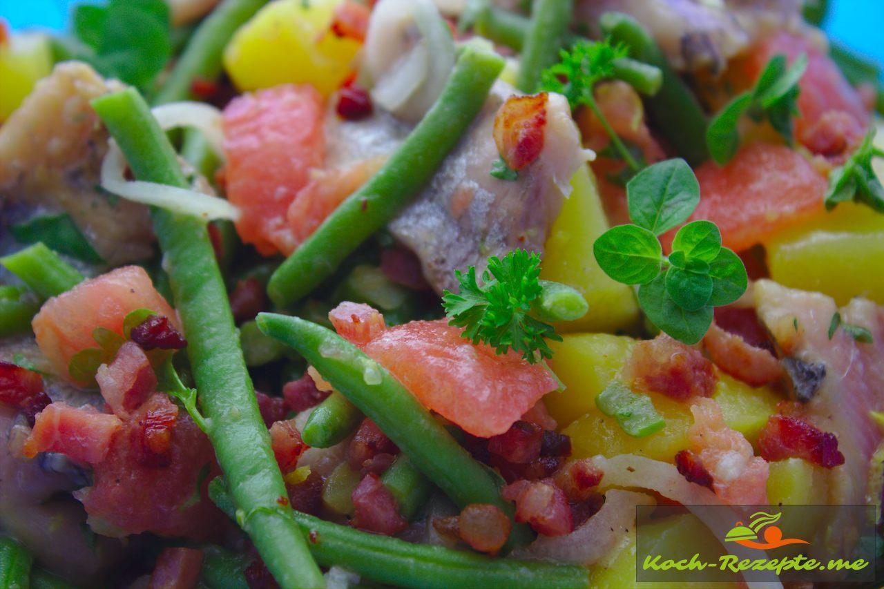 fertiger Salat mit Matjes und Bohnen 1 Stunde ziehen lassen
