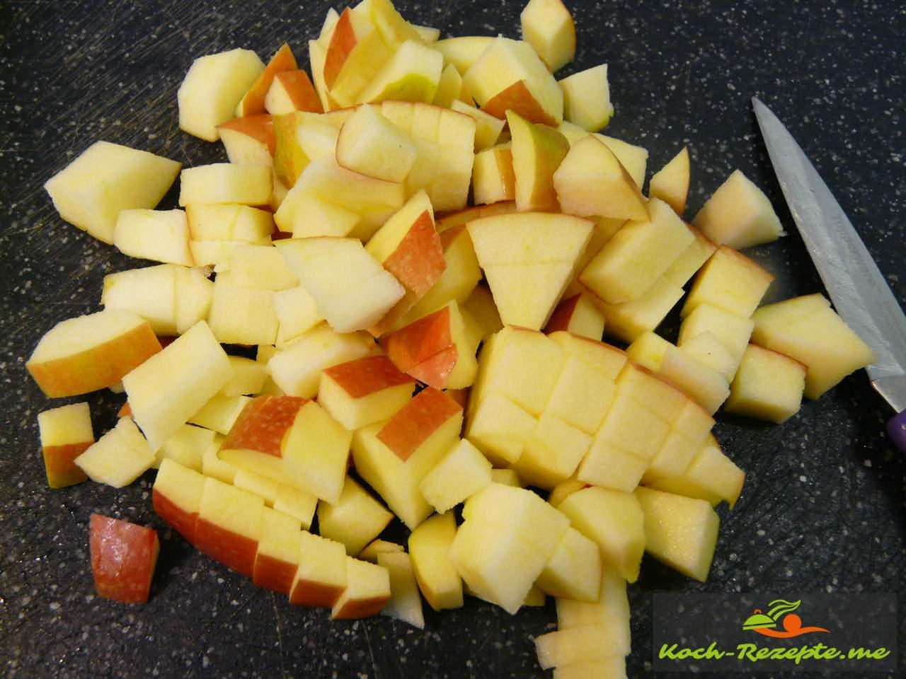 1 Apfel in feine Würfel