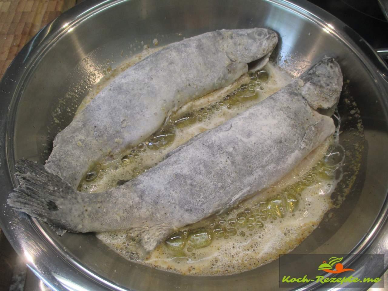 bemehlte Forellen ausbacken in Butterschmalz 2x 6 Minuten