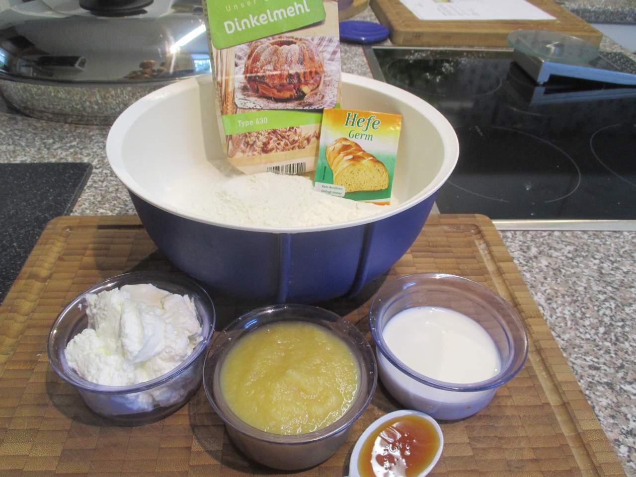 Zutaten für ein Low Carb Dinkelbrot: Apfelmus-Quark Brot
