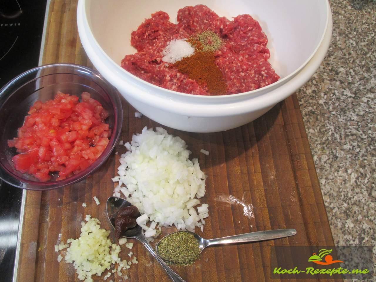 Füllung: Hackfleisch, Zwiebeln,  Tomaten