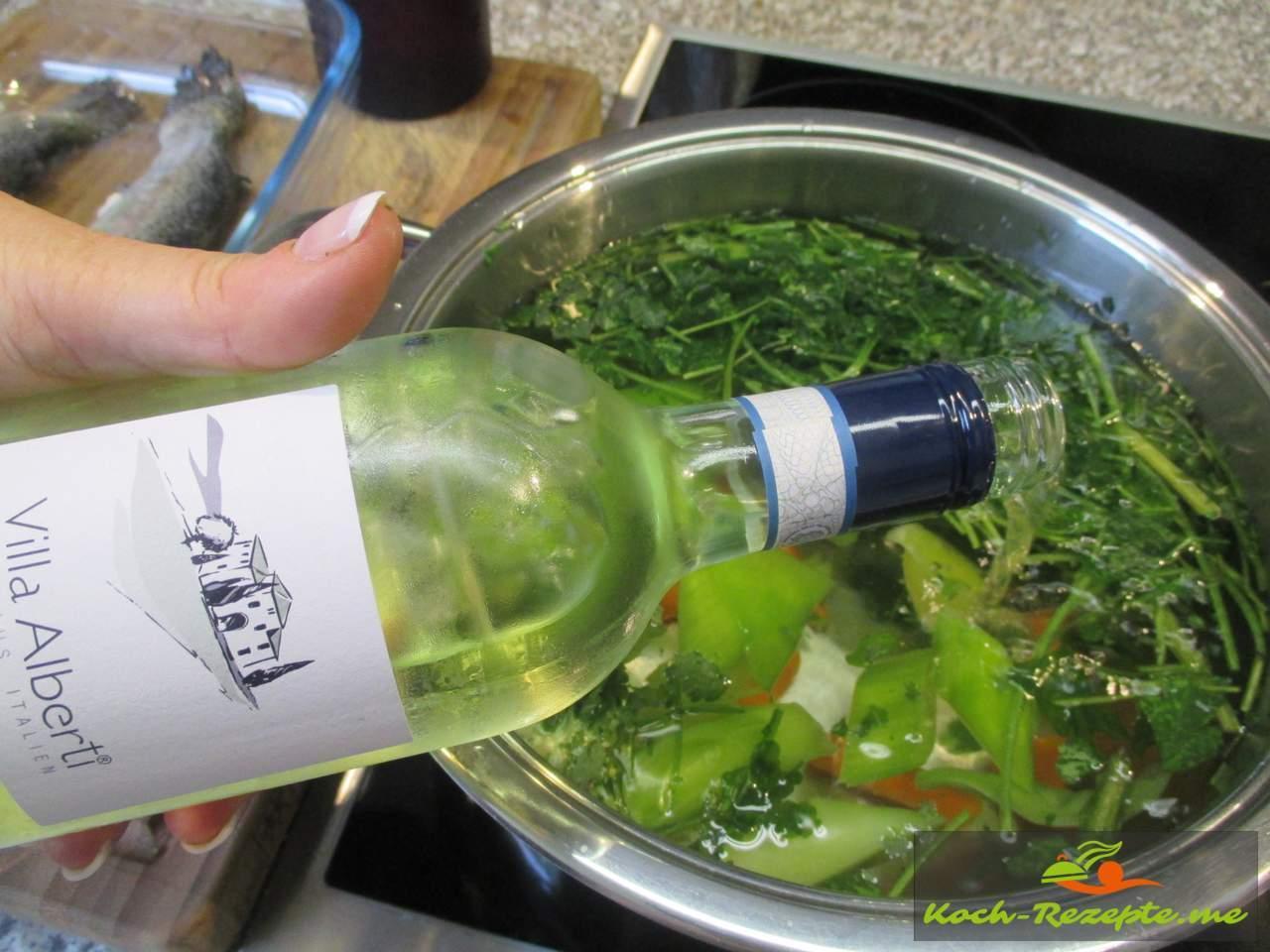 Weißwein zum Fisch-Sud geben