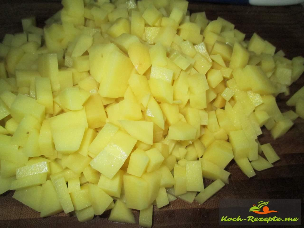Kartoffeln in Würfel schneiden
