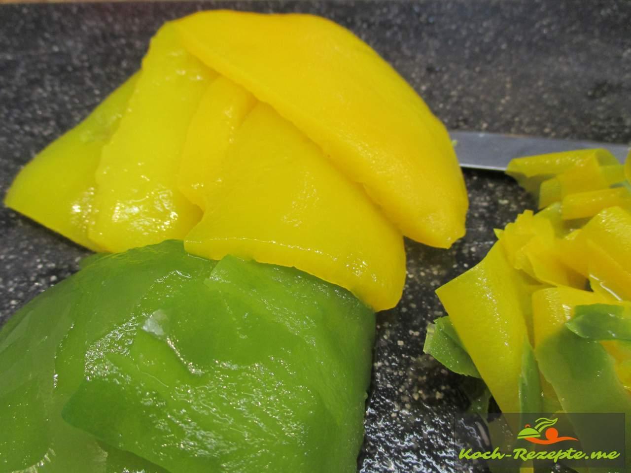 Fertige gehäutete Paprika