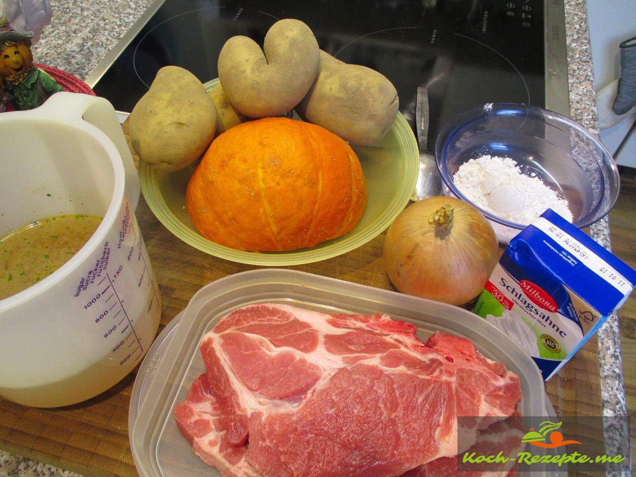 Zutaten für Schweine-Geschnetzeltes mit Kürbis und Kartoffeln