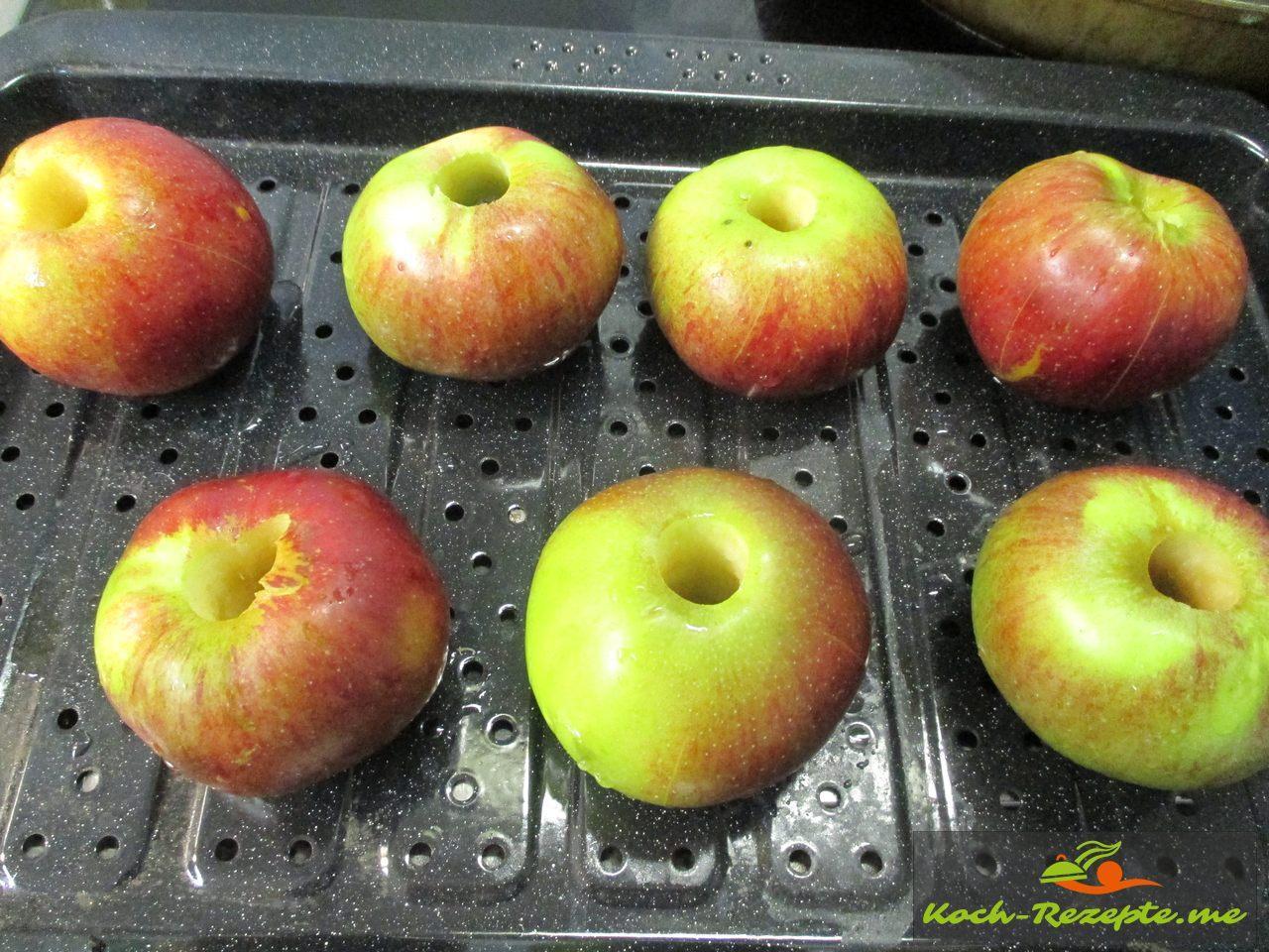 Äpfel in den Backofen 15 Minuten vorbacken