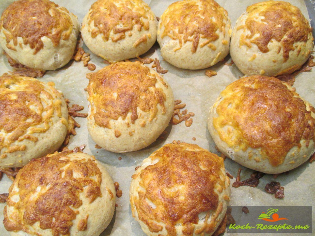 Fertig gebackene Dinkel Käsebrötchen