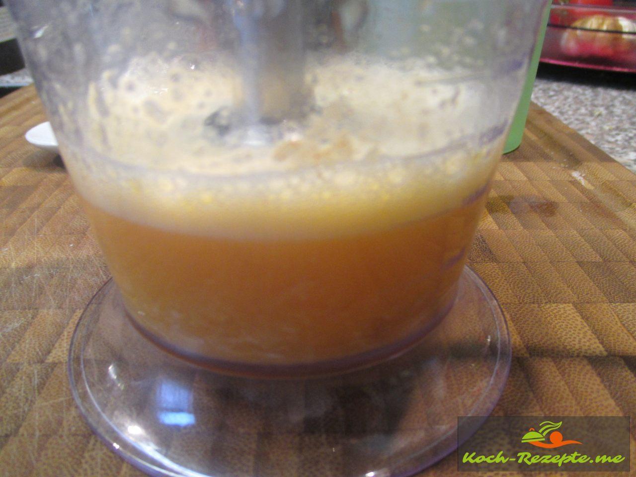Knoblauchzehen mit allen Zutaten bis aufs Öl fein mixen